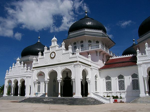 Masjid Raya Baiturrahman, Banda Aceh's Grand Mosque. Baiturrahman Grand Mosque (Indonesian: Mesjid Raya Baiturrahman) is a large mosque located in the centre of the city of Banda Aceh, Aceh province, Indonesia. It is of great symbolic significance to the Acehnese people as a symbol of Acehnese religion and culture, especially since it survived the devastating 2004 tsunami intact.