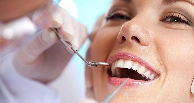 Pokażemy Ci prosty sposób wybielania zębów domowymi sposobami. Co ciekawsze, ta metoda nie tylko jest skuteczna, ale również tania i w pełni bezpieczna.