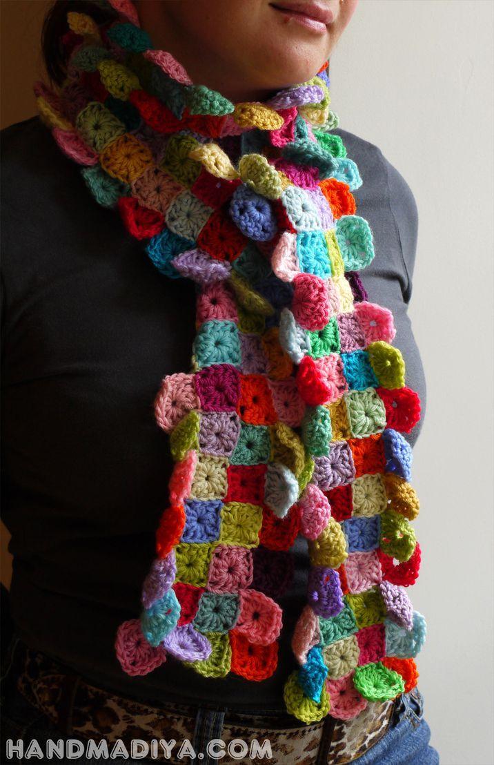 Веселый вязаный шарф из квадратиков