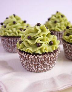 Cupcakes au chocolat et crème mousseline pistache
