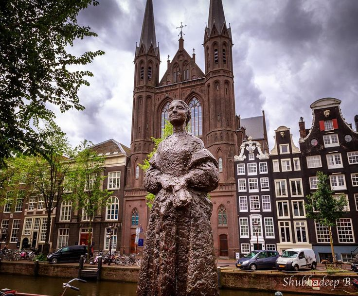 The Elegant Lady With A Stoll (Vrouw met stola) -- apparently the model here was the artist's (Pieter Hermanus d'Hont) wife. The bronze statue - right next to the canal with the church in the background - is a nice capture. But it doesn't have much info about it. But then there are hundreds of these sculptures all across Amsterdam's centre. . . #Times2Travel #Amsterdam #WalkingAmsterdam #city #wanderlust #travel #statue #scultpure #bronze #art #church #Nederland #Europe #latergram #citywalk…