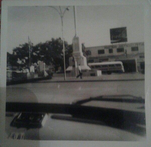 Plazoleta de la avenida Mitre, con el mastil. Posadas, Misiones, foto del año 1972