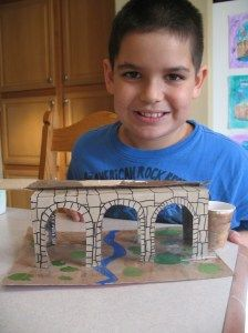 Cardboard Roman aqueduct: great activity when studying ancient Roman architecture.