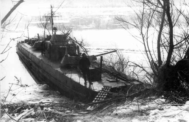 Soviet armoured boat of 1124 type at Danube
