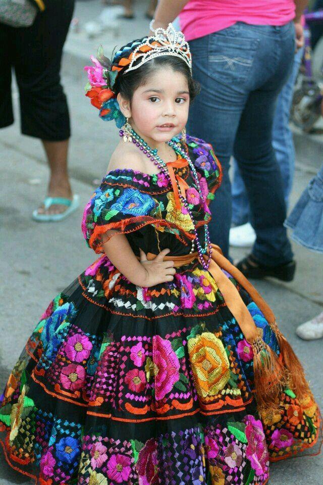 Niña con traje tipico de Chiapas