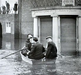 civic sq | 1953 tilbury floods | The 1953 Floods | Tilbury and Chadwell Memories