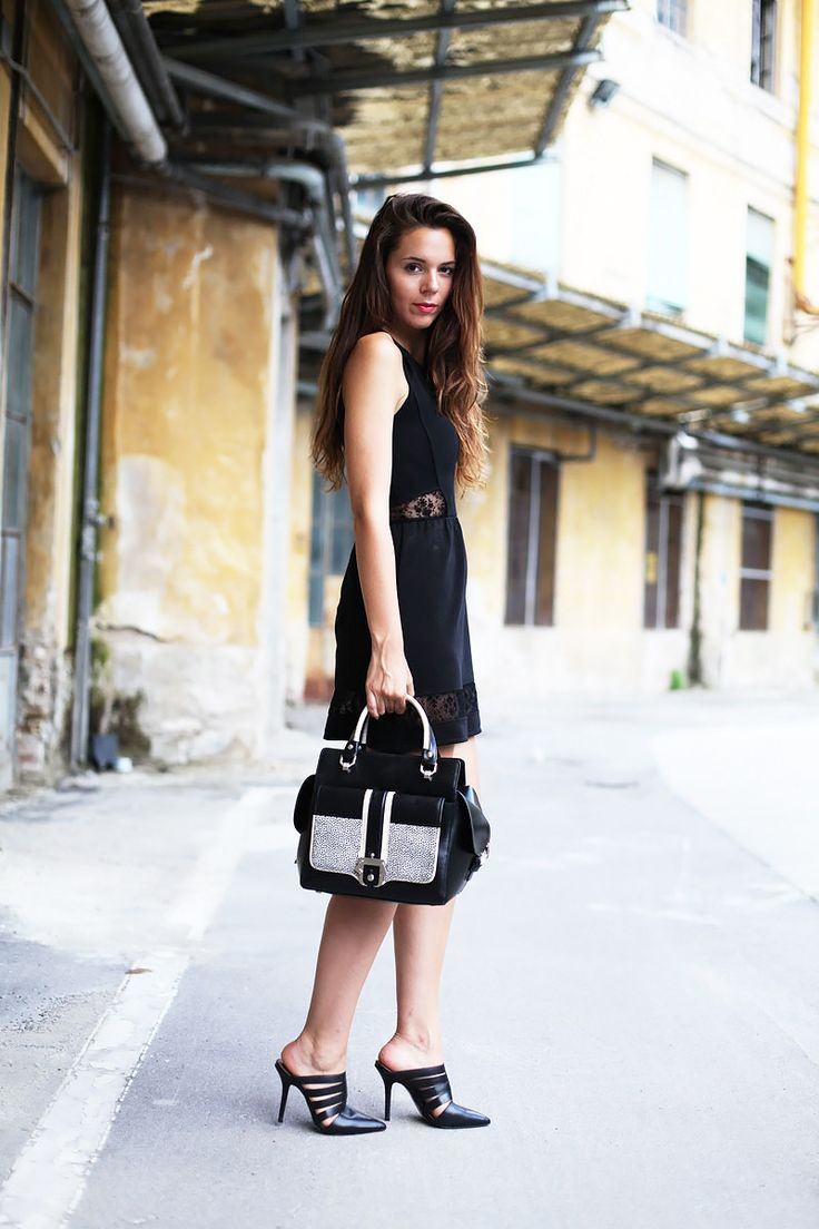 All black today with a gorgeous bag by Paula Cademartori