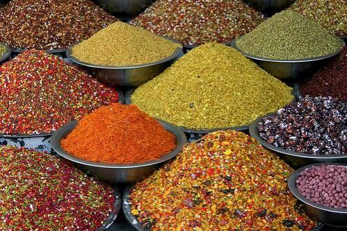 """Kruiden- en specerijenmengsels Een aantal veel voorkomende kruidenmengsels om zelf te maken maar dan zonder smaakversterkers en conserveermiddelen. Deze lijst blijft """"in..."""