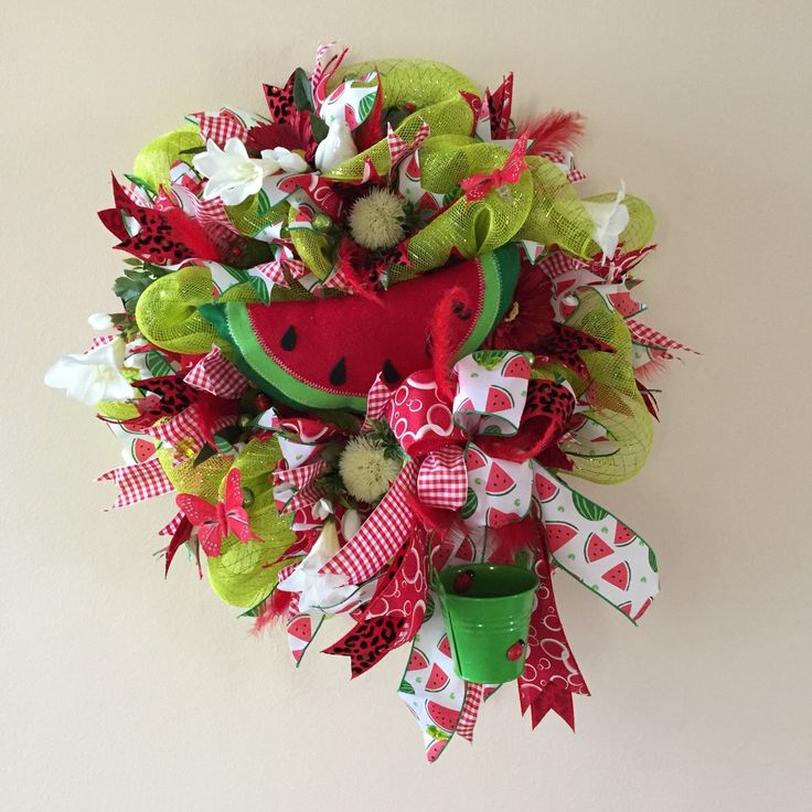 Awesome watermelon wreath. Great for Mother's Day too. 40% off with coupon code BIRTHDAYGIRL. Minimum purchase 40€. Get yours unique wreath today. Worldwide shipping. Check my other unique decor too.