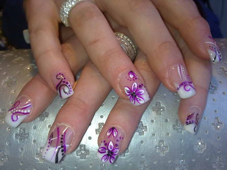 French Manicure Designs With Flowers Motif- just flower nail though!