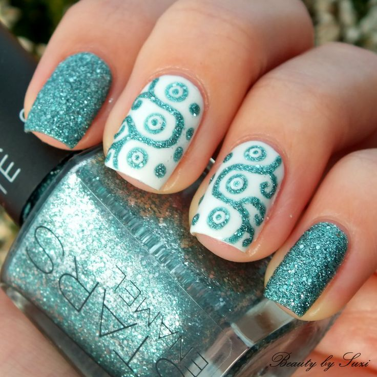 Ornamental nail design with sand nail polish<3