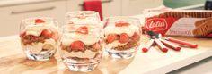 Is een glas voor jou halfleeg of halfvol? Deze glaasjes zijn in ieder geval in een oogwenk leger dan leeg! Luchtige mascarpone, frisse aardbeien en verkruimelde Lotus Speculoos. Bijna te mooi om op te eten! …Eh ja: bijna.