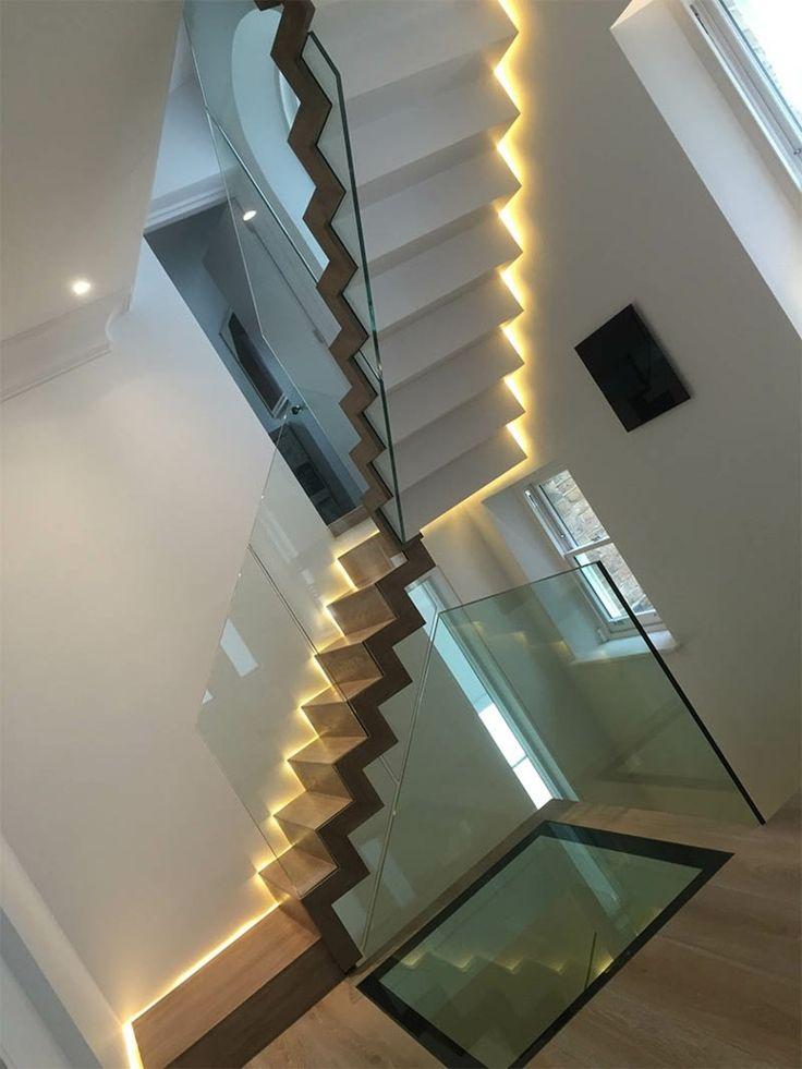 Escaleras de madera iluminaci n led en la pared - Iluminacion escaleras interiores ...
