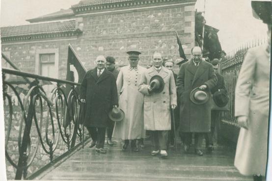 Mustafa Kemal Atatürk'ün az bilinen fotoğraflarından... #TekAdamMustafaKemalATATÜRK pic.twitter.com/E813FvXWQf