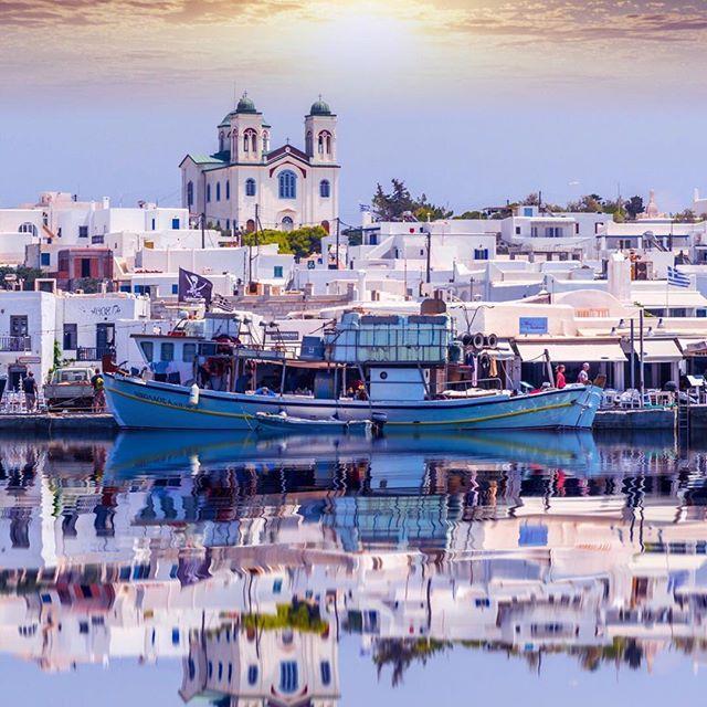 Beautiful town Naosa on Paros island, Greece. ⠀⠀⠀⠀⠀⠀ ✦ Nikon D750, 120mm, f 4.0, 1/640 sec, ISO 400 ⠀⠀⠀⠀⠀⠀