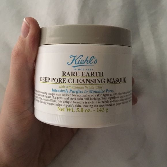 Kiehl's rare earth deep pore cleansing mask 5 oz This is basically new however has been opened/ sampled. 5 oz full Sz product. Makeup