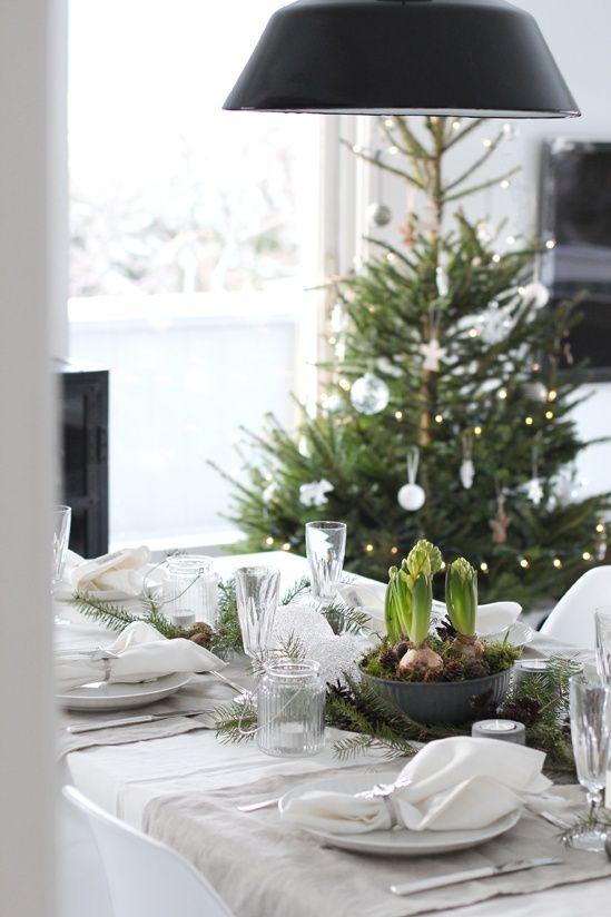 Met mooie kerstversiering en een prachtig gedekte tafel! Kies de stijl die bij je past, laat je inspireren door de fotos en volg de tips