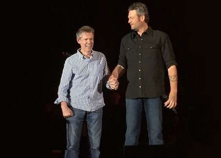 Blake Shelton Welcomes Randy Travis On Stage In Texas