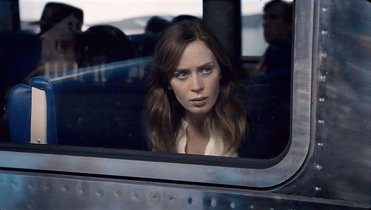"""Há mais um best-seller a chegar ao grande ecrã. A adaptação do livro de Paula Hawkins """"A rapariga no comboio"""" chega esta semana aos cinemas portugueses com Emily Blunt no principal papel."""