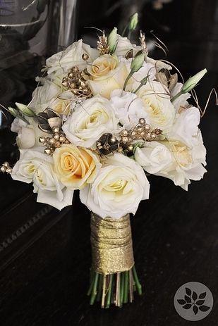 Ramo de novia en blanco y dorado
