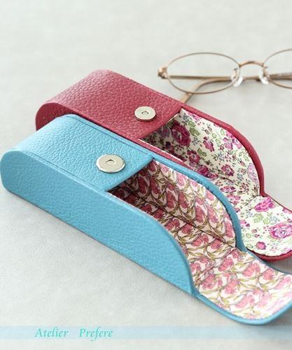 $横浜・田園都市線カルトナージュ教室 アトリエ プレフェールのブログ-レザーのメガネケース オープン