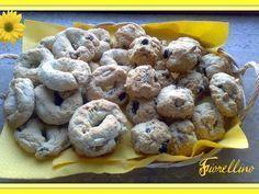 Biscotti al vin santo, pinoli ed uvetta