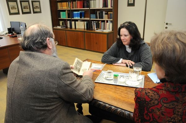 On January 15 Michele G. Shedlin ('12 University of Szeged) handed over two more 18th century books from her great-grandfather, Vilmos Goldzieher's collection to István Monok, Director of the Library and Information Centre of the Hungarian Academy of Sciences.