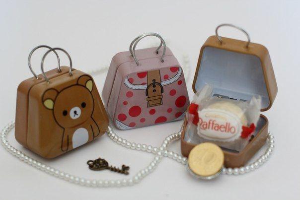 Сувениры для гостей. Внутри монетка, конфетка и ключик