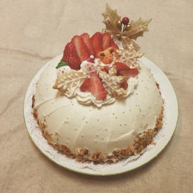 これは、我が家のクリスマスパーティー用ケーキです。 ドーム型で、中にはカスタードムースと苺.バナナ.ミカンを入れています。  始めてのドーム型で、家族はビックリ!喜んでくれました(❁´◡`❁) - 239件のもぐもぐ - メリークリスマス♪ver.2 by ポテト