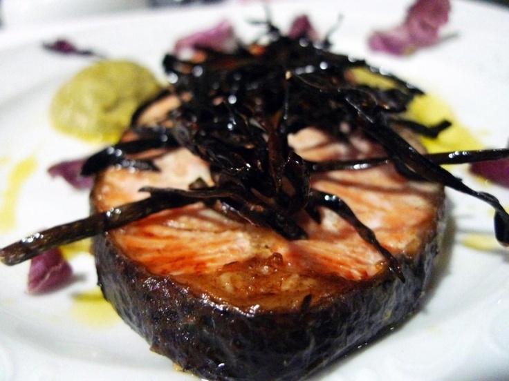 Angeles Delgado Milara •   Salmón al horno con emulsión de Romanescu y espagueti de mar