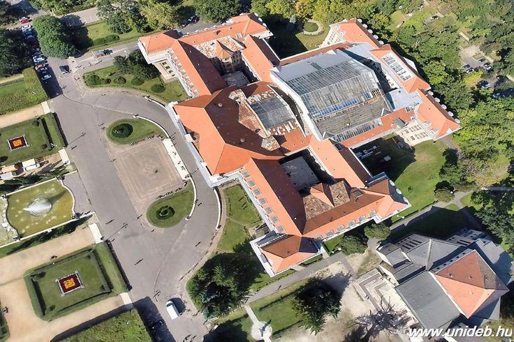 Megújult a Főépület üvegteteje | Debreceni Egyetem