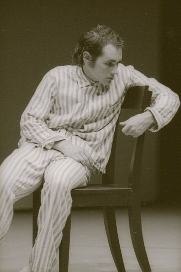 Mark Rylance as Hamlet in the 1989 production, directed by Ron Daniels and designed by Antony McDonald. Rylance's Hamlet wore pyjamas for most of the production, looking alternately like a lost little boy and an inmate in an asylum. His soliloquies acted like a form of therapy.
