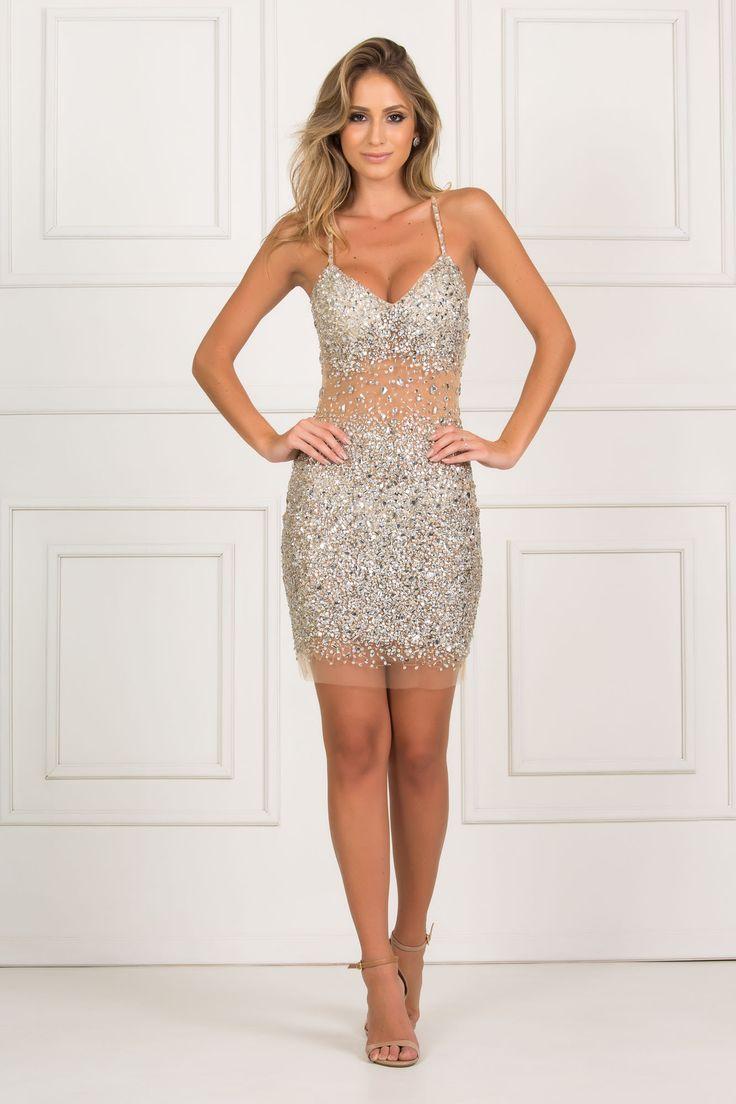 Uma verdadeira joia, Ibiza é um vestido curto de brilho prata com fundo nude, a peça une riqueza e delicadeza. Perfeito para quem qu… | Vestidos Curtos | Pinterest | Dresses, Homecoming dresses and Gowns