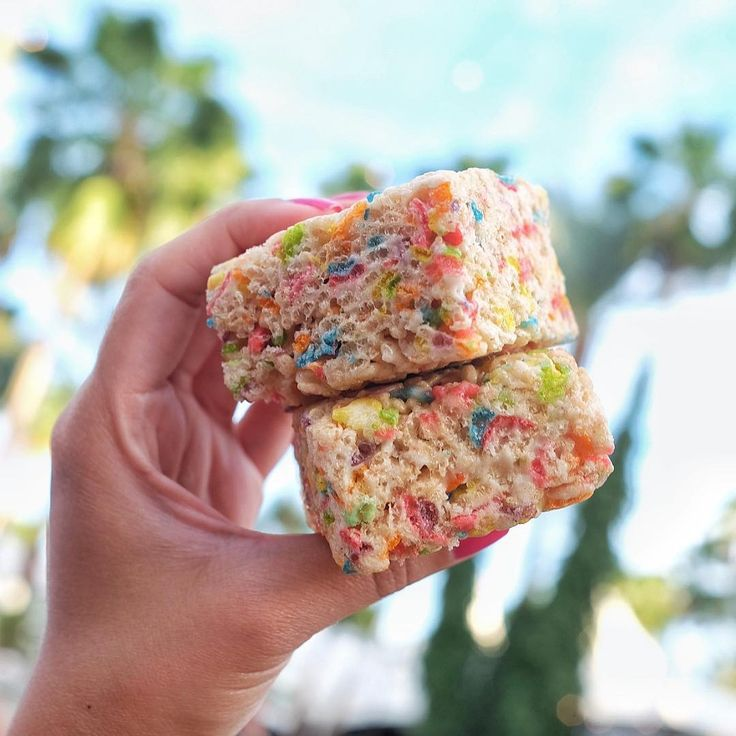 Fruity pebble rice crispy treats #eatatcoachella