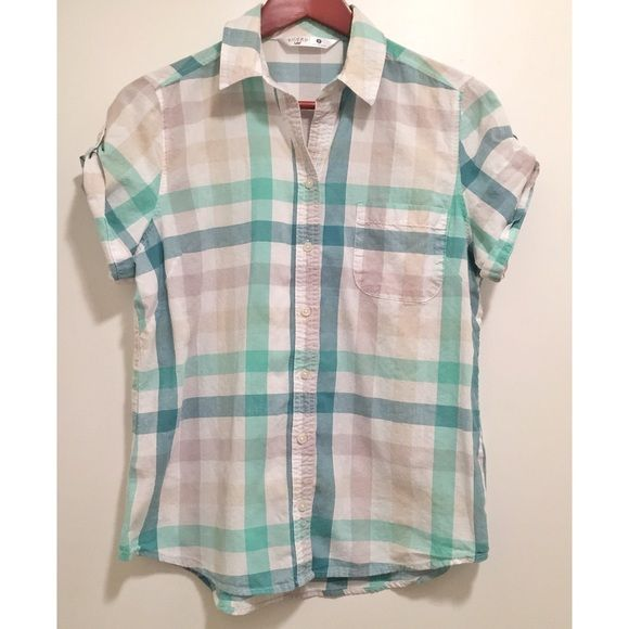 ⭐️Button Down Shirt⭐️ Cute and classic ☺️ Great condition! Vintage Tops Button Down Shirts