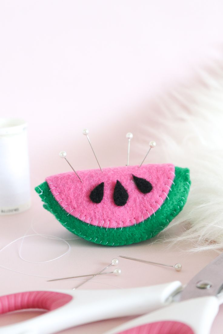 Use felt to sew this sweet and simple watermelon pin cushion using an easy-to-follow template! Hold pins while you sew in a new and cute way.