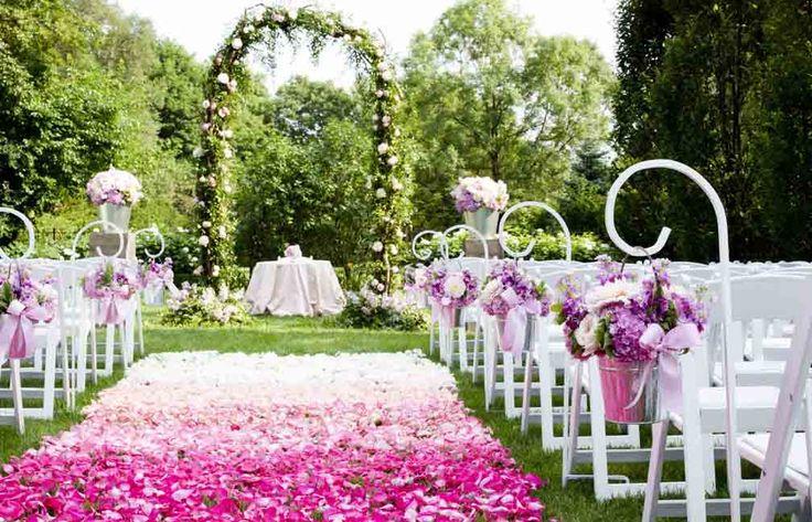 Graydon Hall garden wedding, as seen in Chloe Magazine