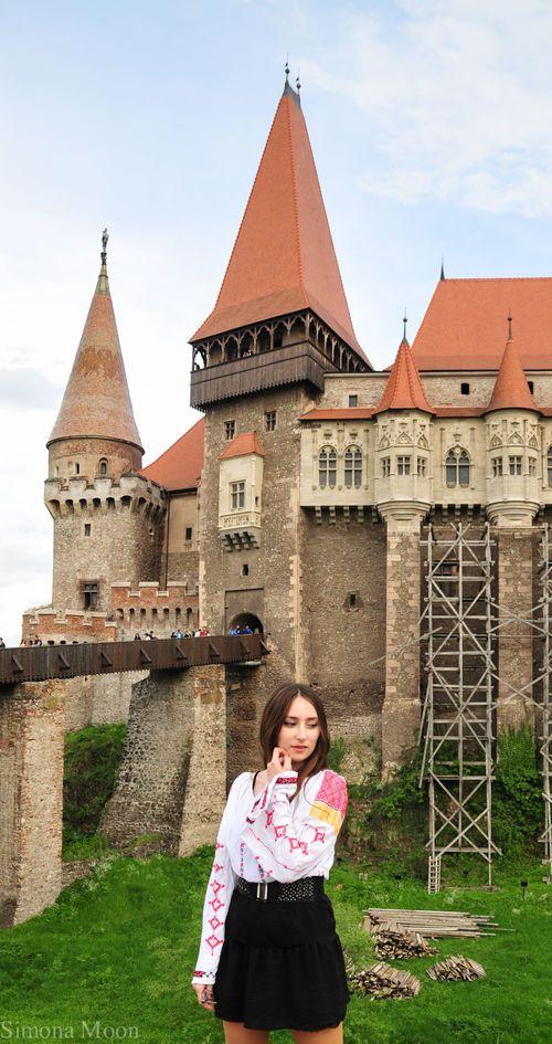 Simona Moon - Corvin's Castle