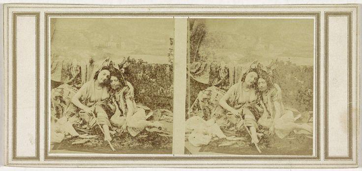 anoniem | Twee vrouwen, waarvan de een haar arm om de schouder van de ander heeft geslagen, possibly Richebourg, c. 1850 - c. 1870 |