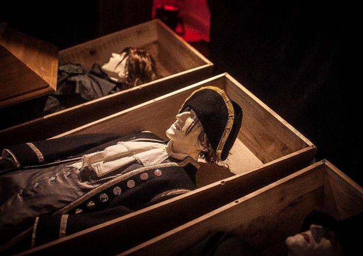 Who want to stay alive forever? // Kdo by chtěl žít napořád? #forever #neverending #pořád #navždy #navzdyspolu #together #funeral #cofin #tomb #death #deadline #stayforever #exhibition #vampires #upíři #upirideniky #rakev #smrt #pohreb #healthy #brno #czech_world #letohradek #letohradekmitrovskych #letohradekbrno #pop #popart by letohradekmitrovskych