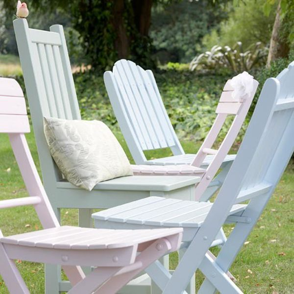 painted garden chairs using cuprinol shades paint in pastel colours An Easy Garden Furniture Makeover