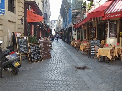 France - Paris 5 - Latin Quarter - rue Mouffetard - Famous crepes at Au P'tit Grec (66 Rue Mouffetard); thick hot chocolate at Le Saint-Medard (53 Rue Censier); Le Verre a Pied (118 bis Rue Mouffetard) for coffee during the day, wine and jazz in the evening; the tart shop: Le Maison des Tartes (67 Rue Mouffetard); the fish market at #109 with its langoustine and other delights; the small cinema L'Epee de Bois (100 Rue Mouffetard); one of Paris' oldest bars, Le Vieux Chêne (69 Rue Mouffetard)