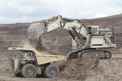 LIEBHERR, R 9800 Mining-Bagger mit Cummins oder MTU-Dieselmotoren oder auch mit Elektroantrieb. Im Einsatz mit den T 264 oder T 284-Mining-Muldenkippern
