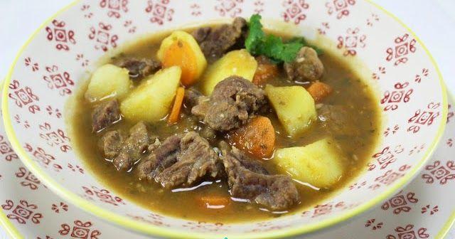 Estofado de ternera con patatas cocina tradicional.patatas con carne , carne con patatas tradicional,