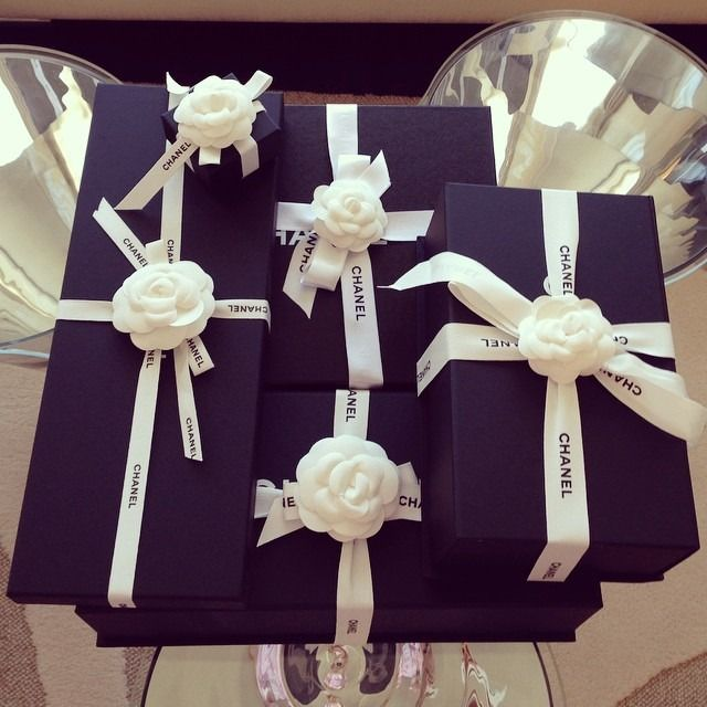 Gifts to you my friends I LOVE YOU Wait for a response to this gift (Comments) <3 <3 <3 I LOVE YOU<3 <3 <3