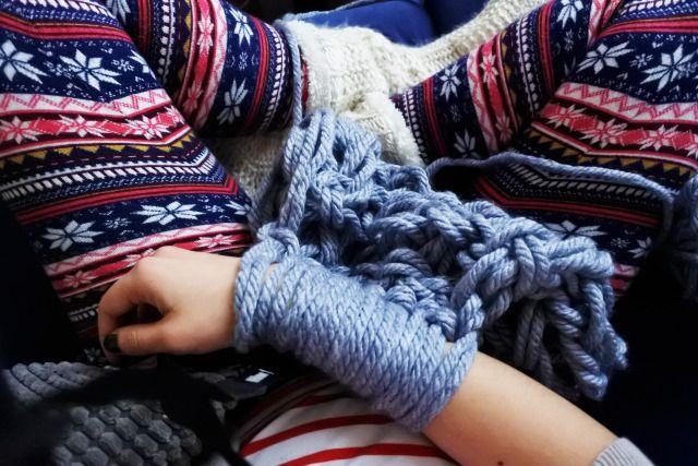 Les 25 meilleures id es de la cat gorie tricot avec les bras sur pinterest charpe tricot avec - Tricot avec les bras couverture ...