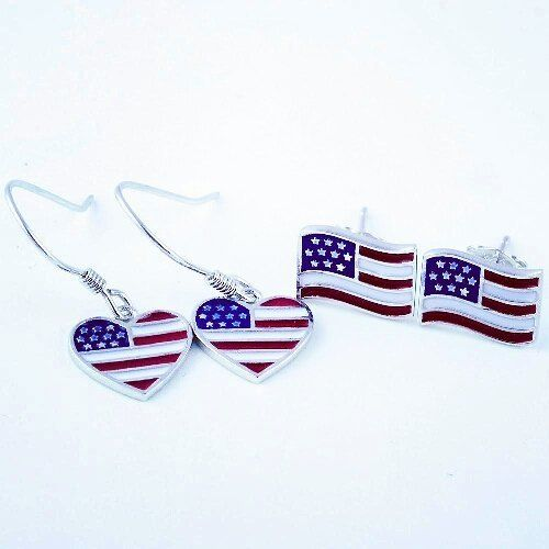 Sterling silver earrings hand painted with the US flag. Check out http://ift.tt/2usC9MA and choose your favorite motivational bracelets and national flags jewelry.  #ilovemejewellery #usa #usflag #sterlingsilver #earrings #America #dangle #stud #etsyjewelry #etsyshop #jewelry #giftsforher #necklace #womens #american #americangirl #instajewelry #patriots #maga #loveusa #americanwoman #earringshop #statementjewelry #travel #jewelrylover