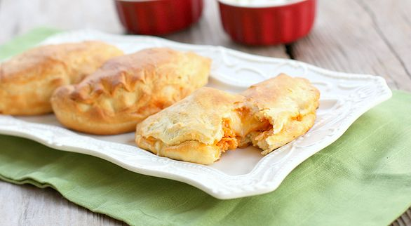 It's just Grands! Chicken Taco Empanadas http://quick-dish.tablespoon.com/2012/11/29/its-just-grands-chicken-taco-melts/