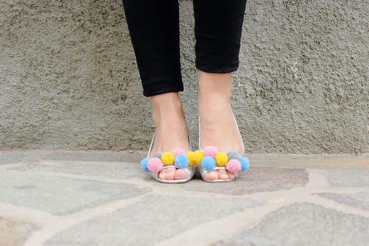 pompom shoes!!! #diy #pompom #shoes #faidate #scarpe #pompon