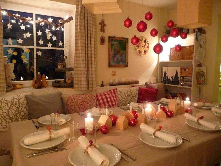 die besten 25 weihnachtstisch dekoration ideen auf. Black Bedroom Furniture Sets. Home Design Ideas